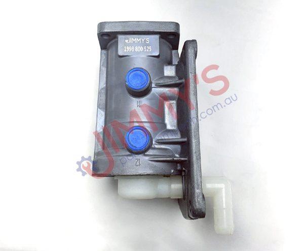 1998 800 525 – Foot Brake Valve